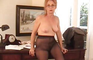 زن سکسی دانلود فیلم سکس در آپارات که نشانگر بیدمشک و فشار دادن دیک لاستیک است