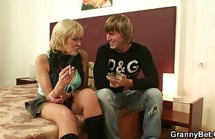 نوار استریپ در یک عروسک رقص صادقانه را فیلم سکس خارجی انجمن لوتی رقص می کند