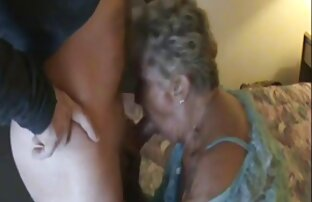 masseuse یک زن بالغ سرخ ویدویسکسی می کند.